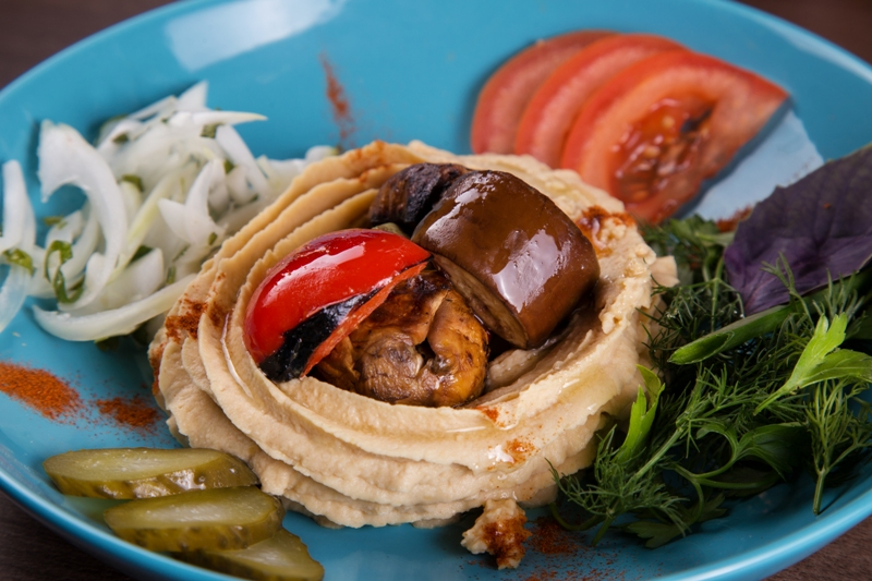 Hummus with grilled vegetables
